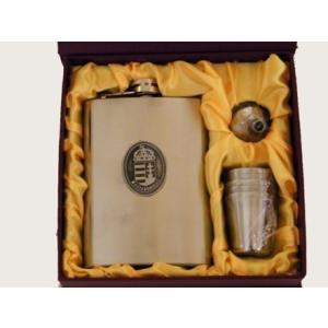 Címeres fém flaska + 4 kupica+tölcsér díszdobozban