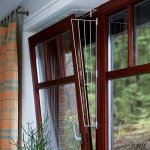 Trixie Fehér védőrács billenő ablakra a Trixie-től - 2es kivitelezés: az ablak felső ill. alsó részére való rögzítés