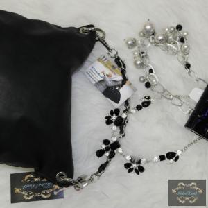 Fekete láncos kézipántos táska