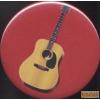Mágnes, piros alapon akusztikus gitárral