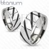 Gyűrű titániumból - fényes, ezüst szín, fekete, átlós csíkok