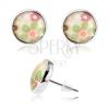 Cabochon fülbevaló, domború átlátszó fénymáz, színes virágok, fehér alap