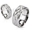Karikagyűrű acélból - szaténos sáv és rombusz minta