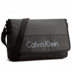 Calvin Klein Black Label Laptoptáska CALVIN KLEIN BLACK LABEL - Play Messenger With Flap K50K501604 001