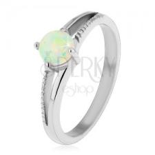 Csillogó gyűrű 316L acélból, ezüst árnyalat, kerek szintetikus opál, bemetszések gyűrű