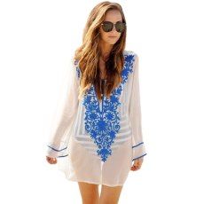 Áttetsző,virágos,hímzett hatású strand ruha