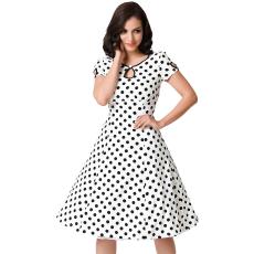 Fekete-fehér pöttyös pin-up hatású ruha