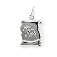 """""""Aries (Kos) pergamen lapmedál"""" domborított mintás, préselt pergamen lapmedál ezüstből. Az erli (átfűző szem) 2,5 mm vastag bőrt vagy láncot tud fogadni. Bármilyen hengeres keresztmetszetű lánc kiváló hozzá. (Méret: magasság×szélesség mm-ben) medál"""