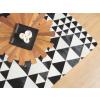 Beliani Modern fekete-fehér bőrszőnyeg 140-200 cm ODEMIS