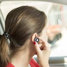 BigBuy Car Autós USB Töltő Kihangosítható Fejhallgatóval 2100 mAh Bluetooth 145527 Ezüst/Fekete gps kellék