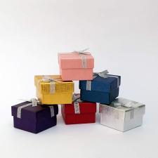 Díszdoboz, ékszerdoboz, 5x5x3,5 cm (Arany) kézitáska és bőrönd