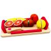 Fa vágható gyümölcsök tálcán