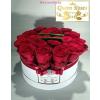 Fehér közepes henger rózsa box vörös rózsákkal