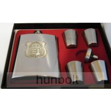 Fém flaska + 4 kupica+tölcsér díszdobozban- ón pajzs koszorús címeres matricával matrica