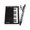 Jegyzetfüzet tollal és radírral, zenei motívumokkal