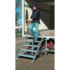 KRAUSE - 1 kapaszkodó korláttal (Gurítható lépcső dobogóval) munkamagasság 2,4 m