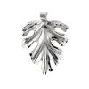 Levél medál, részben vésett, részletesen mintázott, ródiumozott ezüstből. Kígyólánc, barbara, vagy gyöngyanker láncot ajánlunk hozzá (méret: magasság × szélesség mm-ben)
