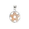 """""""Ring o' Star"""" rafináltan kialakított, domború, belül üres és könnyű, ródiumozott és rozé aranyozott ezüst medál, amelynek mindkét oldala egyforma. Mi kígyólánccal vagy finom gyöngyanker vagy barbara lánccal ajánljuk, de akár organza zsinóron is szépen mu"""