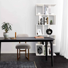 S-alakú ötszintes könyvespolc, fehér bútor