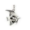 """""""Vitorláshal"""" ezüst színű medál speciális eljárással öregített felülettel. Mindkét oldala plasztikusan kidolgozott. A külon 3 mm vastag láncot is fogadhat. Antikolt cardano vagy gyöngyanker lánccal ajánljuk. (Méret: magasság külonnal × szélesség)"""